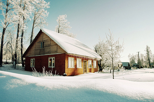 allthingseurope:  Winter cottage in Russia (by dSavin)