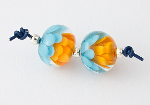 Turquoise / Orange Dahlia Beads by Ciel Creations on Flickr.Aren't these gorgeous?