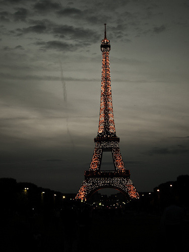 definitelydope:  Eiffel Tower (by YellowNoodles)