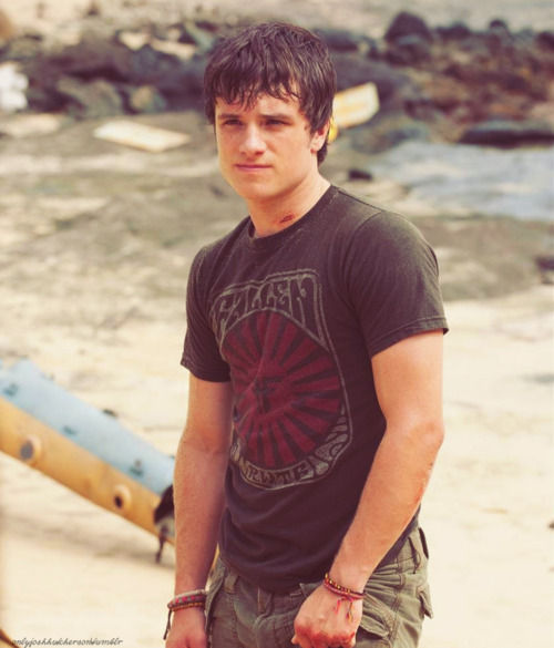 peeta-paints:  sassy josh werk it