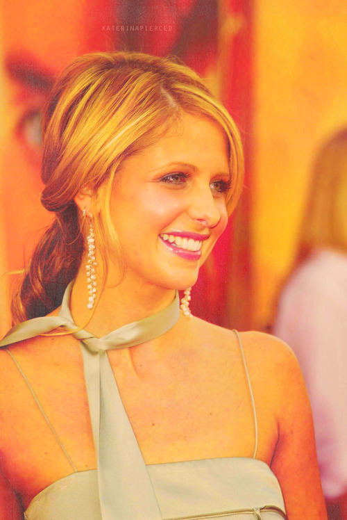 katerinapierced:  [81/250] pictures of sarah michelle gellar (♥)