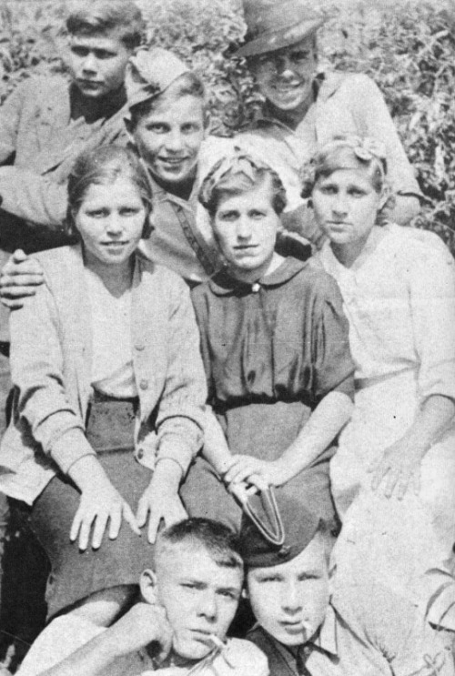 opacasilentianoctis:  Lyuba Shevtsova (in the middle row first from left) before leaving for school radio operators.