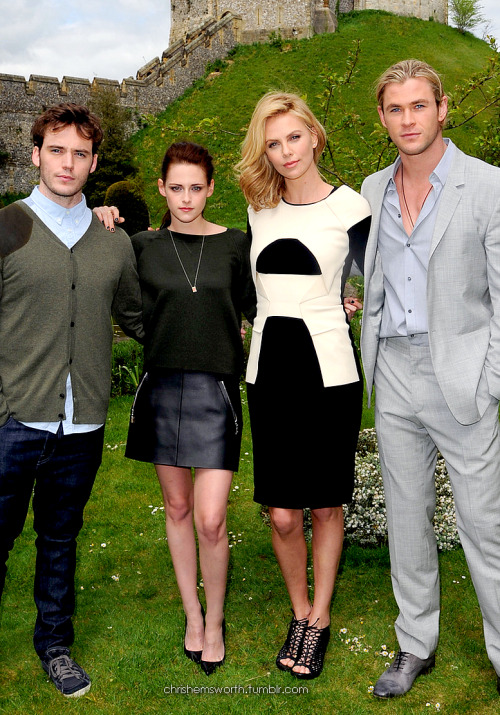 Snow White and the Huntsman Cast graphic (edited by chrishemsworth)