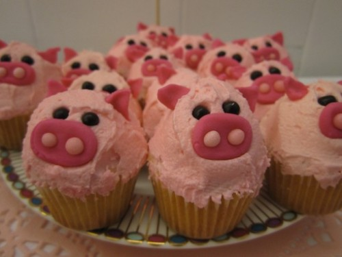 BECCABECCABECCAALEXALEXALEX WE NEED CUPCAKES LIKE THIS