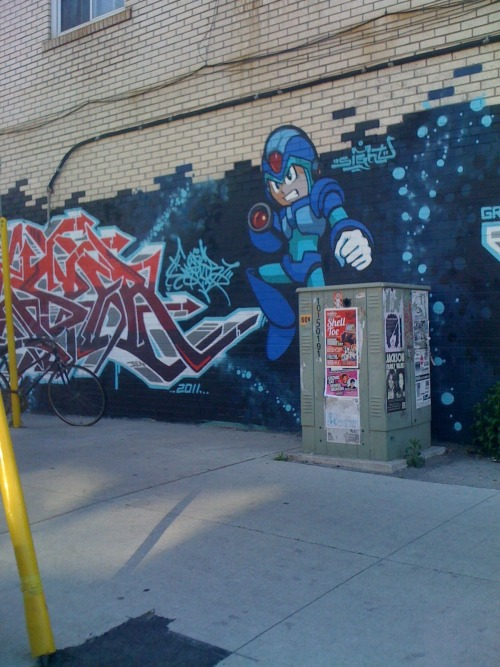 squishypeqs:  Coming home today, I saw this graffitied onto the side of a building on the corner of Dundas St W and College.  I love my city. It's awesome.  Toronto. Live it. Love it.
