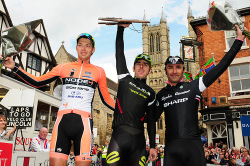 Was a great day for Russel Downing who won his 4th Lincoln GP ahead of 2nd place Marcin Bialoblocki and Kristian House. The Lincoln GP is a race i really need to go and see for myself next year, especially the climb up Michaelgate. I have no excuse either really seeing as my family live just down the road. 2012_LincolnGrandPrixEndura01 (by Endura Racing)