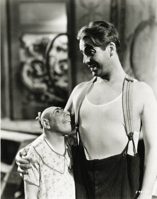 Schlitzie with Wallace Ford in Tod Browning's Freaks (1932)