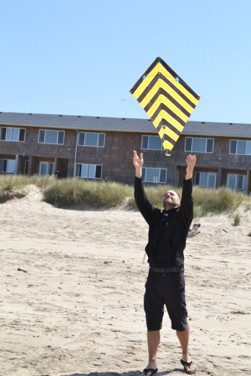 Flying kites with friends in Rockaway Beach, OR! — Ryan of PauseTheMoment.com