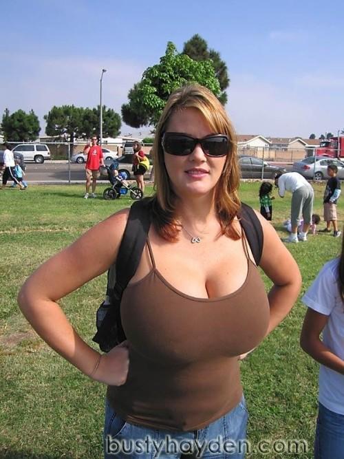 titsintops:  Soccer mom Hayden