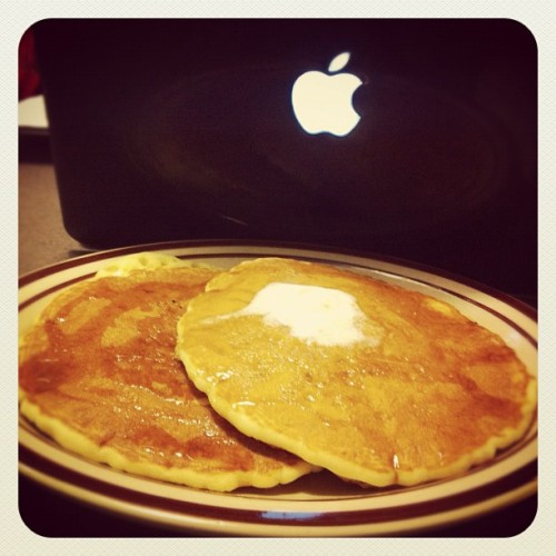 All you eat pancakes @denny's buddy! iMac & Organic Chemistry studying! 🍴💻📝 👌 with @arepsima  #dennys #allyoucaneat #pancakes #midnight #food #delicious #awesome #toogood #nice #sexy #bomb #restaurant #imac #apple #iphone #instagram #instragood     (Taken with Instagram at Denny's)
