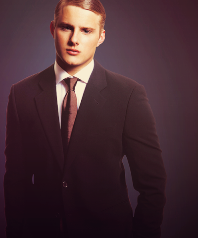 50 pictures of Alexander Ludwig (3/50)