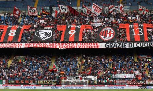 Milan ultras saluting Gattuso,Inzaghi and Nesta.
