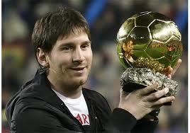 Lionel Messi et le ballon d'or  Source : lovetime.fr
