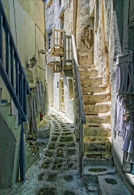 alley in Greece