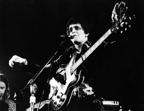 Lou Reed performing in 1974, photo by Gijsbert Hanekroot.