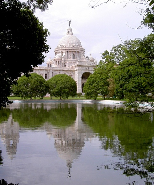 (via Victoria's memorial, a photo from West Bengal, East | TrekEarth) Kolkata, India
