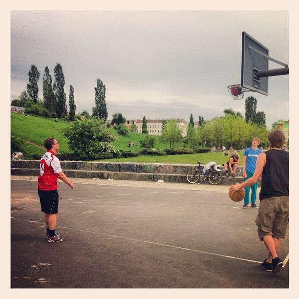 tecnosaurusrex:  FM Belfast playing Basketball at Mauerpark Berlin