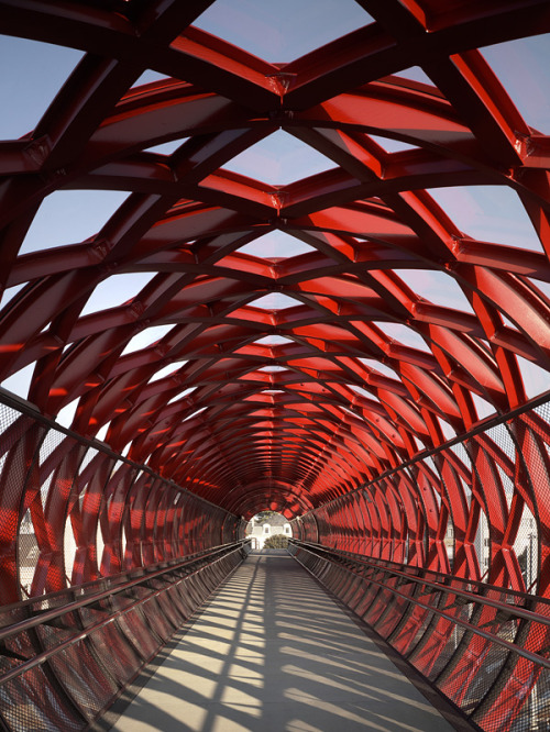 aros:  Footbridge at Roche-sur-Yon from HDA & Bernard Tschumi