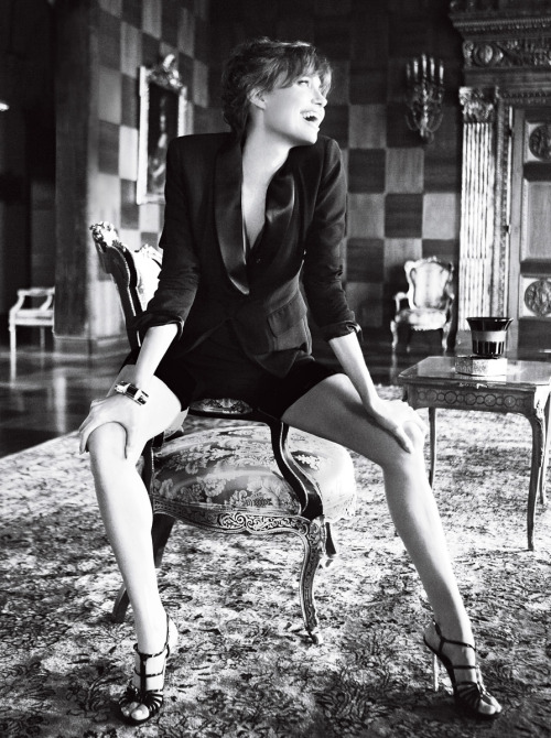 Angelina Jolie  Vogue - December 2010 (12-2010) USA
