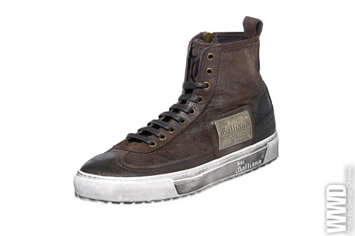 Luxury Men's Trend: High-tops John Galliano's brown leather look with nameplate
