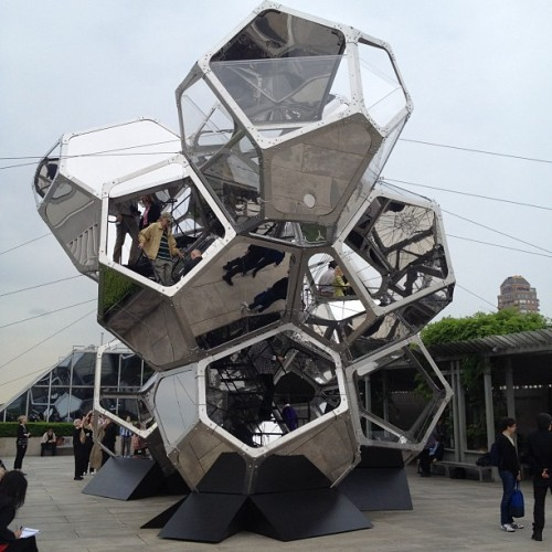 walkerartcenter:  Visitors exploring Tomás Saraceno's Cloud City, installed on the rooftop garden of the Met. (via artnet's Instagram)