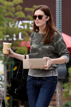Mandy Moore wore our Camo North Star Sweatshirt over the weekend! Lookin' good, Mandy!