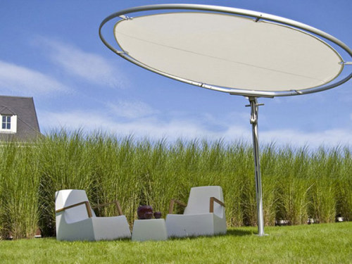 freshome:  Photovoltaic Parasols Charging Devices of Resting Visitors at Milan Design Week