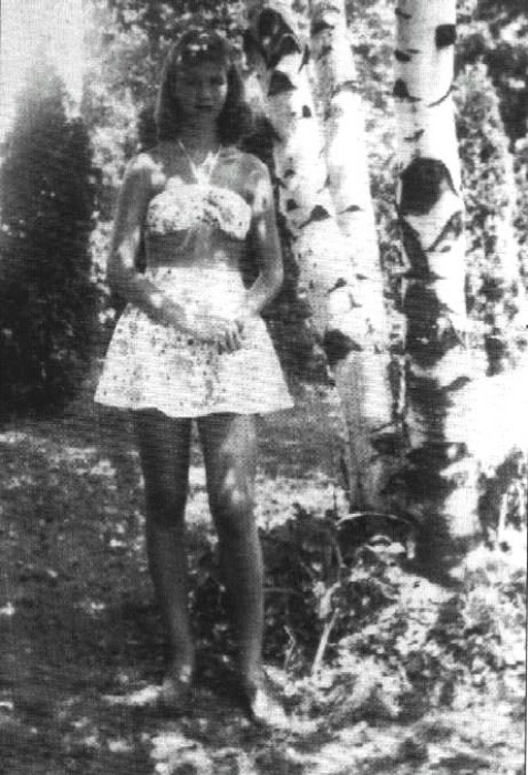 firsttimeuser:  Sylvia Plath, c. 1940s