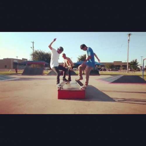 3 tricks 1 clip! Back to back to back! #skate #skateboard #partymouf #95666 #bigbrotherskateshop #thrasher @triplesixparty (Taken with instagram)