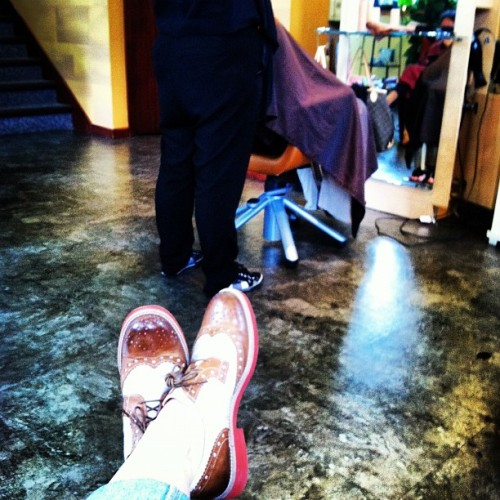 I am waiting at the salon…. #@mooflower #waiting #rainyday  (Taken with instagram)