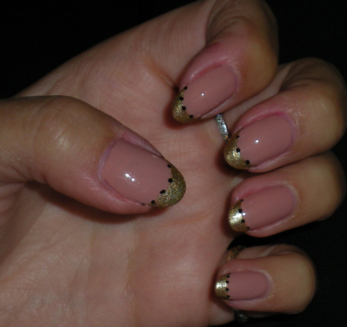 Nude & gold tips