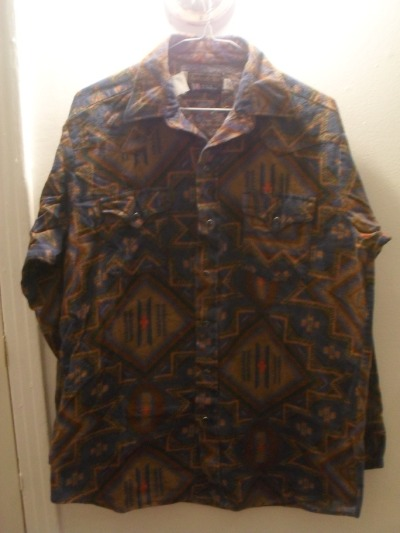"-SOLD- Vintage fleece jacket, ""tribal"" print, snap buttons all the way up, 2 functional pockets with snap closure on front breast, men's Large (16 1/2), made in the USA, 15$"