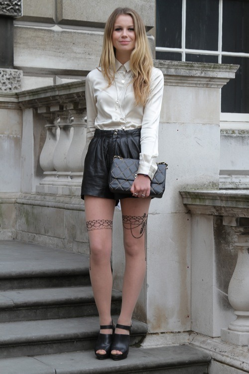 i want to look like this.  kendaatlarge:  thefashionist: black & white - london