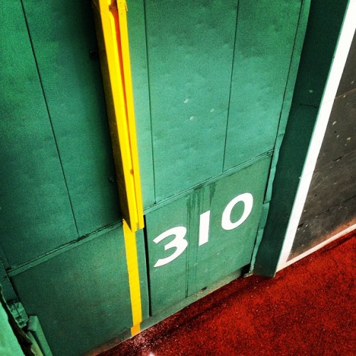 #boston #friendlyconfines #baseball #bostonredsox #redsox #fenway #fenwaypark #iheartboston #instagram #greenmonster  (Taken with instagram)