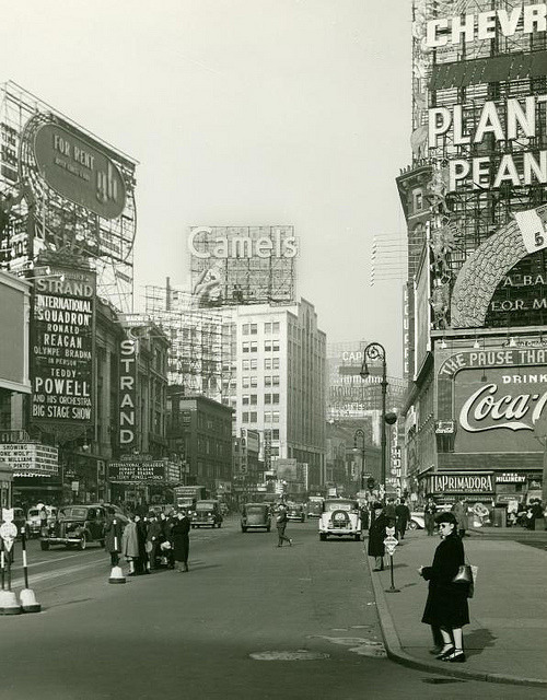 fuckyeahvintage-retro:  New York City, 1941