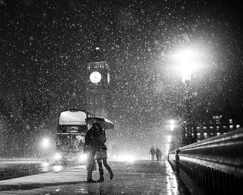 exterum:  (via London When it Snows; Big Ben and Lovers | Flickr - Photo Sharing!)