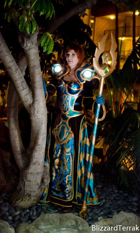 (via ALA12 - Priestess of Azeroth by *BlizzardTerrak on deviantART)