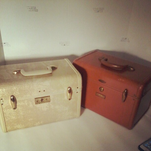 Gonna post these in my etsy shop tonight. #vintage #luggage #traincase #makeup #cosmeticscase #samsonite (Taken with Instagram at RealTimeTravlr HQ)