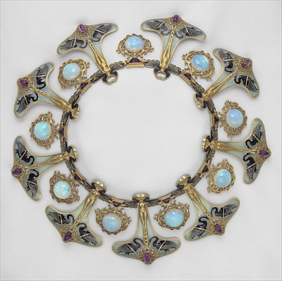 mothsarefluffy:  beautyandcuriosity:  RENÉ LALIQUE necklace made for his wife ART NOUVEAU circa 1897-1899  I want this necklace! Oh my goodness it's s beautiful.
