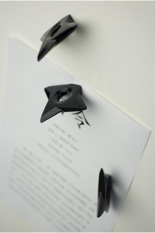 missaristocrat:  mikedaoo:  Shuriken Magnets    WANT!! NOW!!