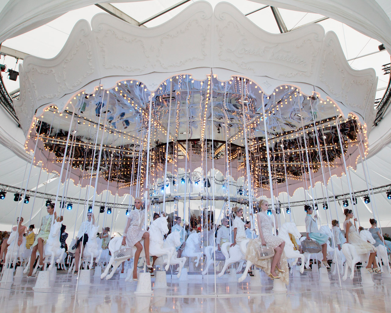 valentineuhovski:  LV Spring 2012 magic. (Photo: Louis Vuitton).