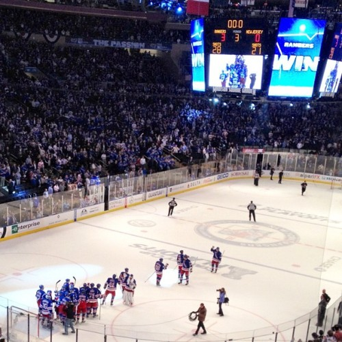 #Rangers win!!! 3-0!! @thenyrangers #nhl #hockey #MSG #NYR #Believe #ice #Lundqvist #30 #king (Taken with instagram)
