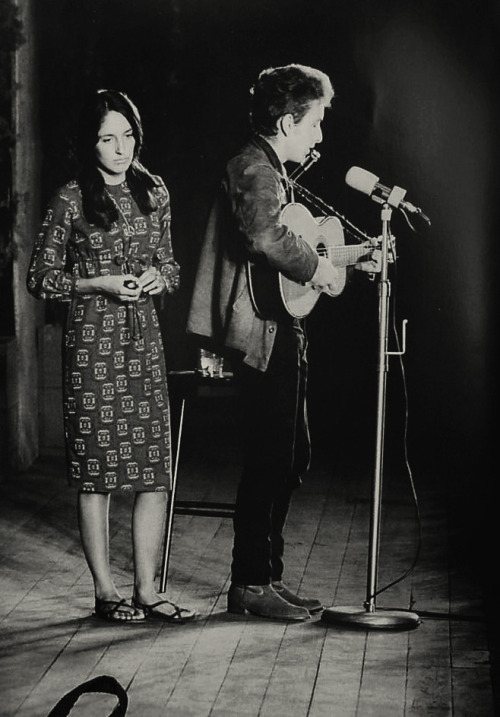 Bob Dylan and Joan Baez performing. They probably played at Club Passim around this time in their careers.