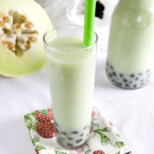 chalkboardgirl:  Honeydew Bubble Tea. Have yet to try bubble tea, but I hear it is amazing! Must hunt out a few places in AKL to try. [Recipe at Munchin with Munchkin]