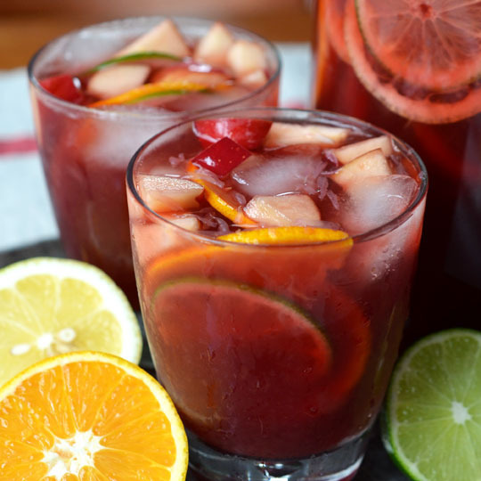 jirehd:  (via 15 Delicious Non-Alcoholic Spritzers, Sodas, and Mocktails Drink Recipe Roundup | The Kitchn)
