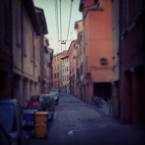 goddamnwalls:  Punti di fuga in via centotrecento (Taken with instagram)