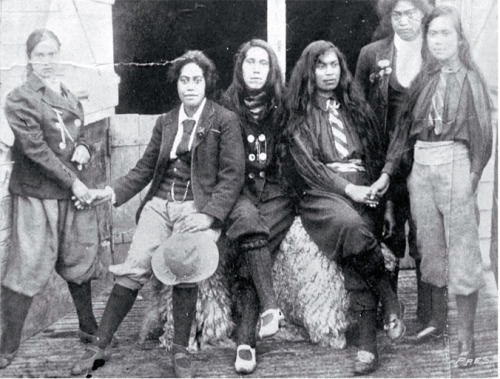 1901-a-space-odyssey:  A group of Maori women's dress reformers [1906]