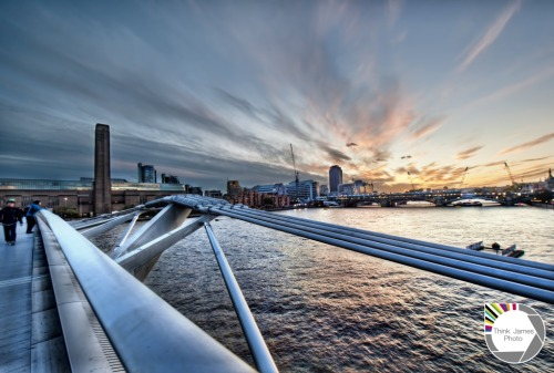 lushlondon:  Sun set in the Millennium http://bit.ly/JWlZxB