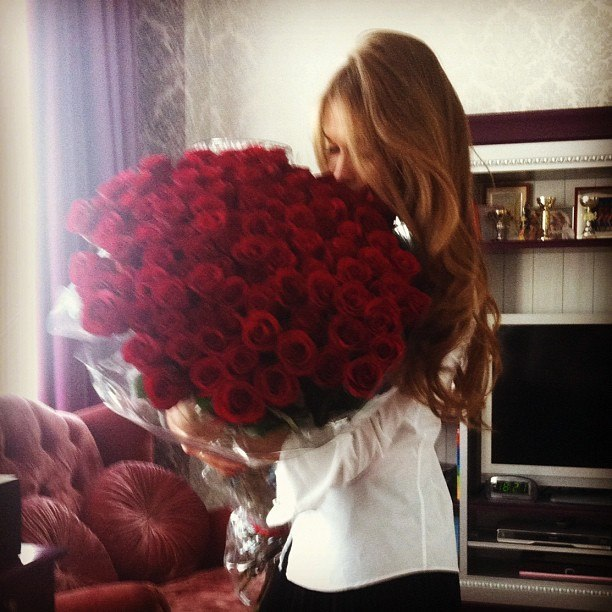 vintagewishes:  I'm not even much of a flowers girl…but id die