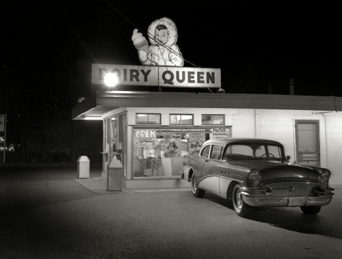 Dairy Queen. (via rizzman1953. shorpy)